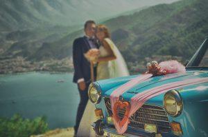 לוקיישנים מושלמים לצילומי זוגיות עם רכב חתונה
